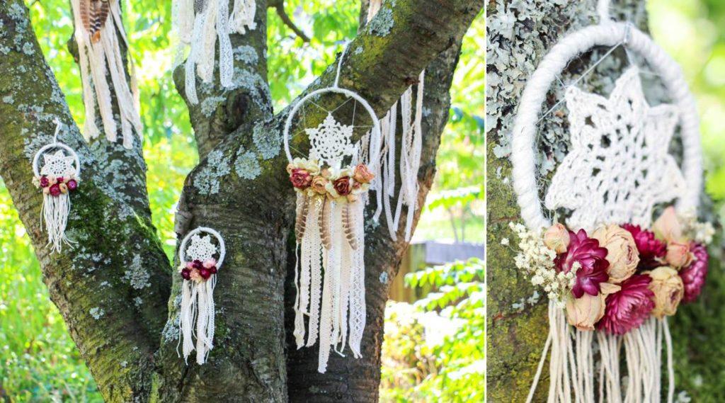 Traumfänger mit Blumen sind eine schöne Deko für Boho-Hochzeiten.