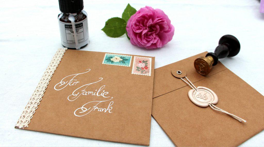 Und fertig ist die selbstgebastelte Einladungskarte zur Hochzeit.